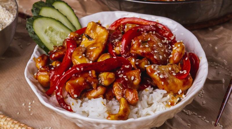 Тайский стир-фрай из курицы с кешью или просто курица с кешью
