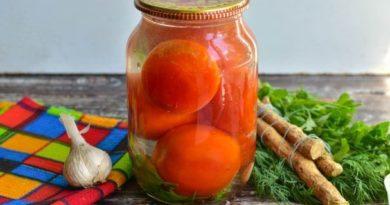 Соленые помидоры с чесноком и хреном