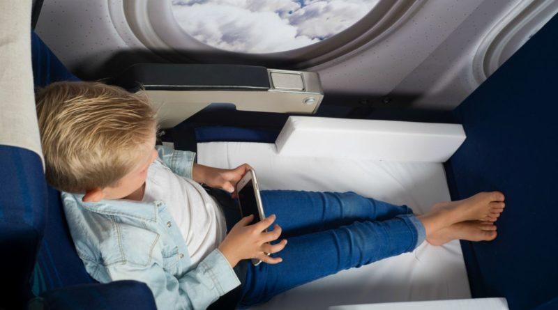 Как сделать перелет с грудничком максимально комфортным