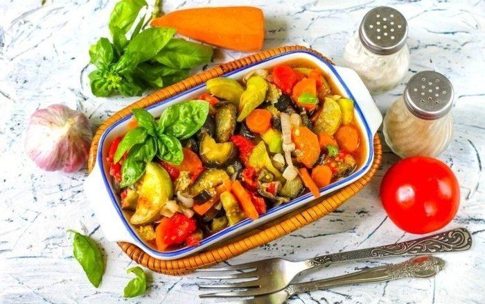 Овощное соте из баклажанов и кабачков