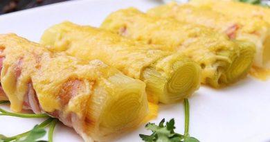 Лук порей в беконе: простой рецепт горячей праздничной закуски
