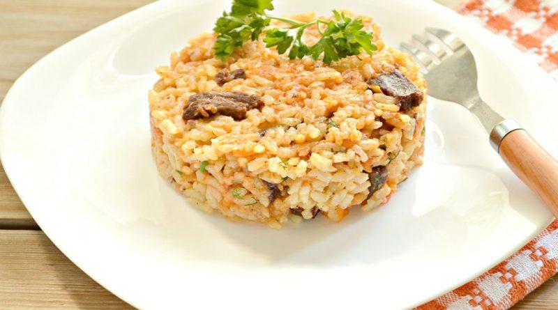 Говядина с рисом на сковороде