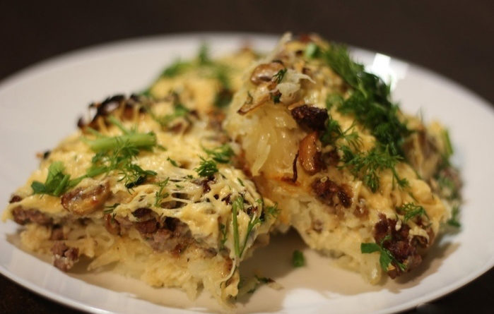 Запеканка с картофелем, фаршем и грибами