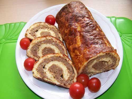 Картофельный рулет с мясной начинкой