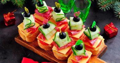 Канапе с колбасой и сыром на шпажках: удобно подавать, удобно кушать