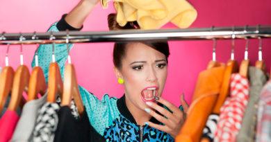 Почему вещи пахнут шкафом, и как от этого избавиться
