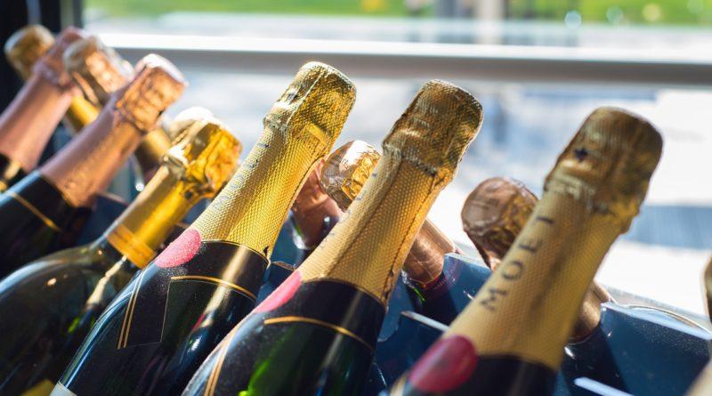 Как легко и просто открыть бутылку шампанского