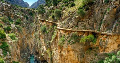 Маршрут в скалах Испании, который пощекочет нервы