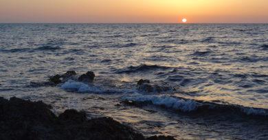 За что Черное море назвали черным