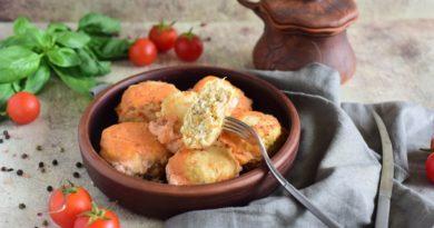 Тефтели в сметанном соусе в духовке