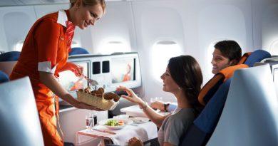 Какие напитки и еду не стоит употреблять на борту самолета