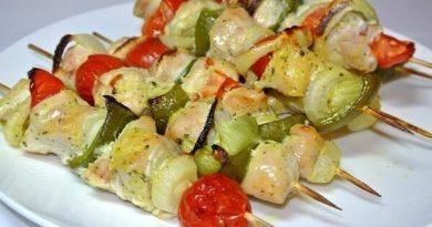 Куриные шашлычки с овощами в духовке