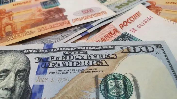 Иностранцы потянулись тратить деньги в России