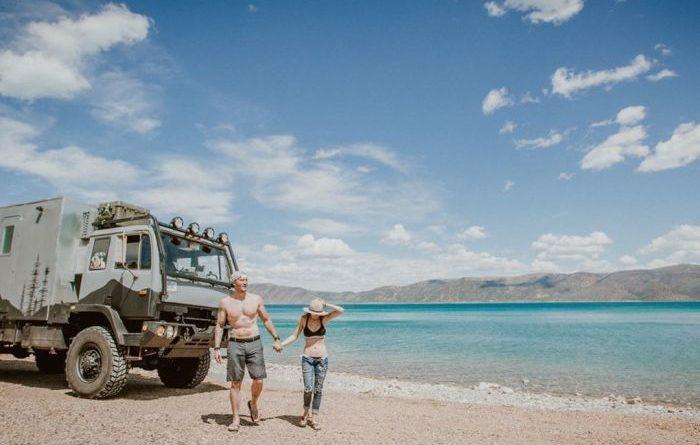 Молодая пара превратила старый военный грузовик в дом своей мечты