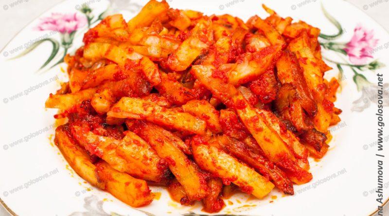 Жареный картофель с томатной пастой