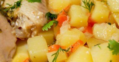 Картошка, тушенная с курицей