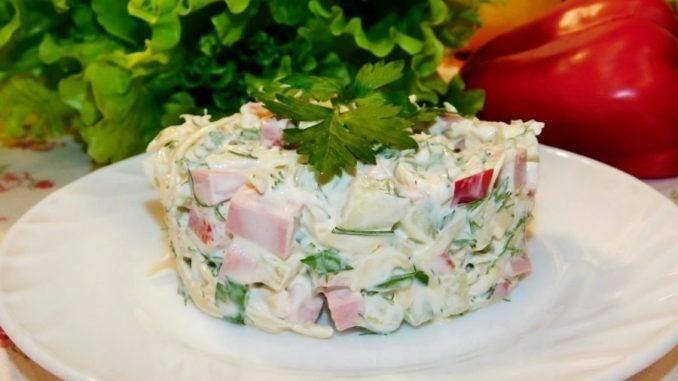 Салат с болгарским перцем, сыром и колбасой