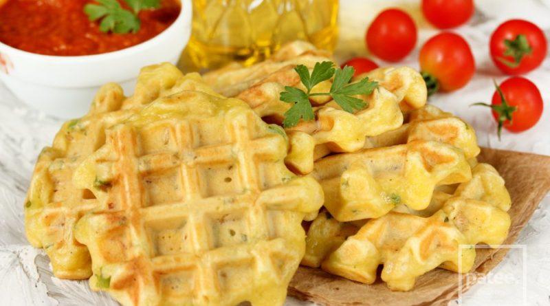 Закусочные вафли с курицей и зелёным луком