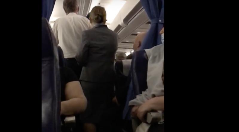 Драка на борту самолета — левый борт против правого!