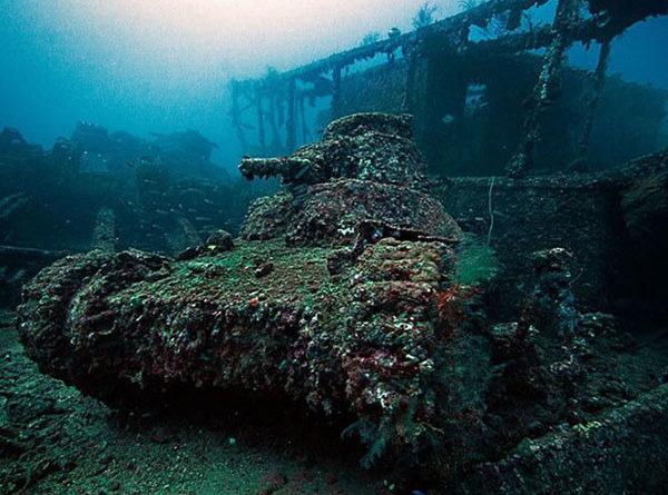 Лагуна Трук - самое большое подводное кладбище военной техники
