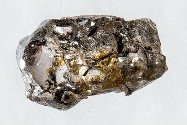 Редкий алмаз подтвердил наличие океанов в мантии Земли