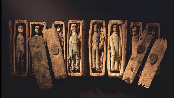 Загадочные миниатюрные гробики из Шотландии