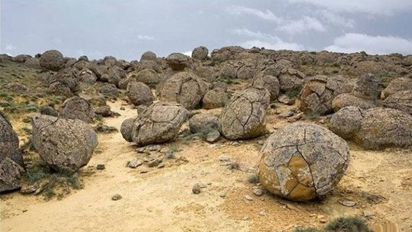 Полуостров Мангистау: казахстанская долина каменных шаров