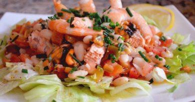 Салат из морепродуктов в лимонном соке