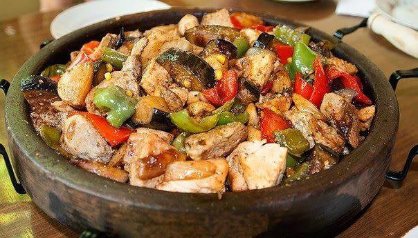 Мясо с овощами на болгарском саче