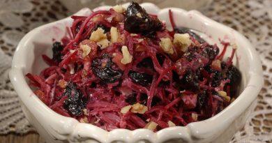 Витаминный салат из свеклы и чернослива