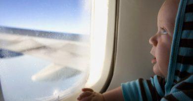 6 простых правил, которые нужно знать, прежде чем полететь на самолете с ребенком