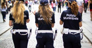Почему в Неаполе не надо носить юбки и исследовать центр города