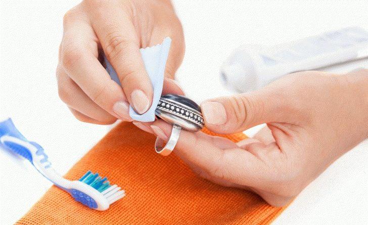15 чудесных свойств зубной пасты