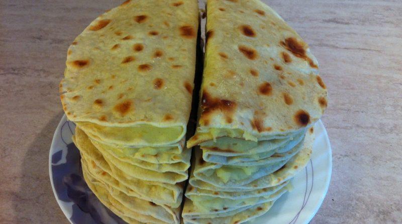 Кыстыбый - вкусные татарские лепешечки с картошкой-пюре.