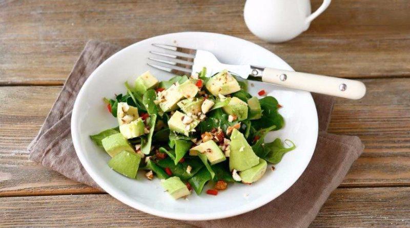 Салат с авокадо и брынзой