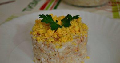 Рисовый салат с рыбной консервой