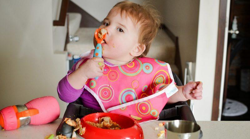 Как понять, что ребенок наелся, если он еще не умеет говорить? Шпаргалка для мам-новобранцев.