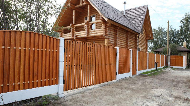 Стоит ли ставить забор из дерева