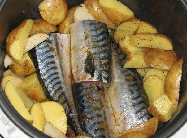 Скумбрия, запеченная с картошечкой в мундире