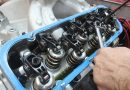 Почему стучат клапана в двигателе?