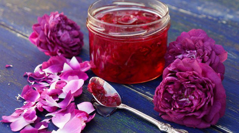 Сырое варенье из лепестков роз