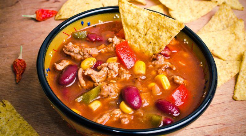 Мексиканский суп Чили Кон Карне.