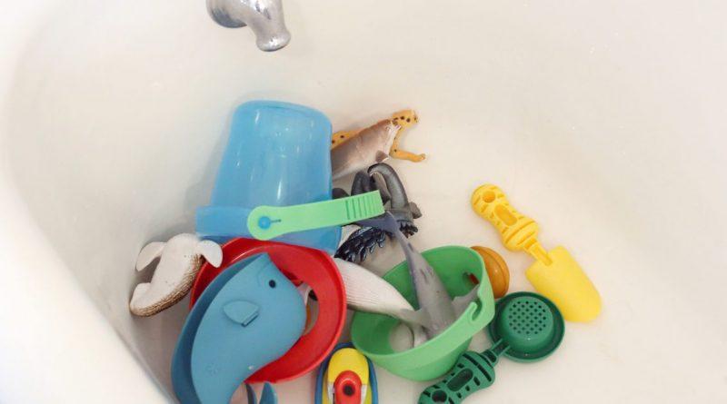 Нужно ли мыть детские игрушки