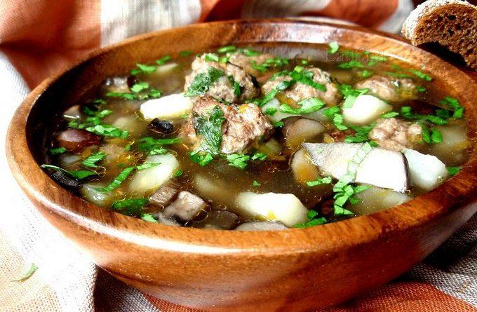 Домашний суп с шампиньонами и фрикадельками