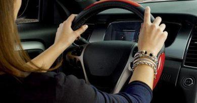 Хитрости бывалых автолюбителей: как правильно держать руль