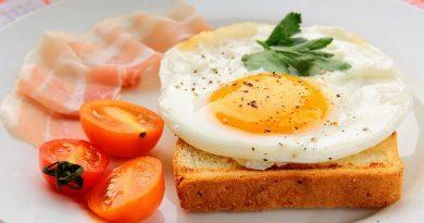 З варианта завтраков с яйцами