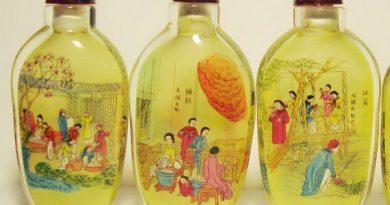 Необычные китайские флаконы, расписанные изнутри
