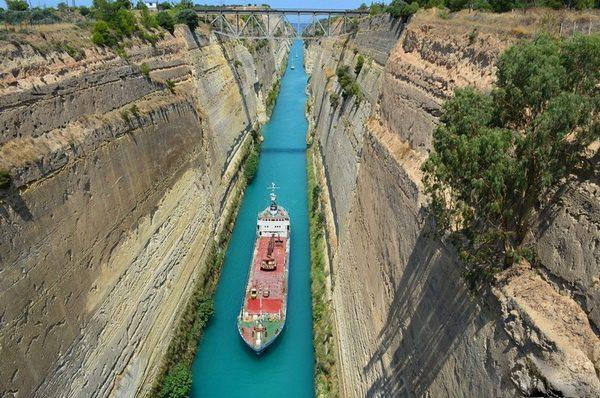 Самый узкий судоходный канал: почему его так долго строили?