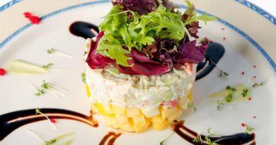 Крабовый салат: рецепт с ананасами