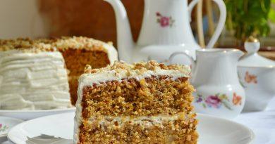 Морковный торт с орехами.
